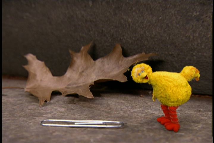 16012_elmo_and_friends_tales_of_adventure_screen_big_bird_and_paperclip