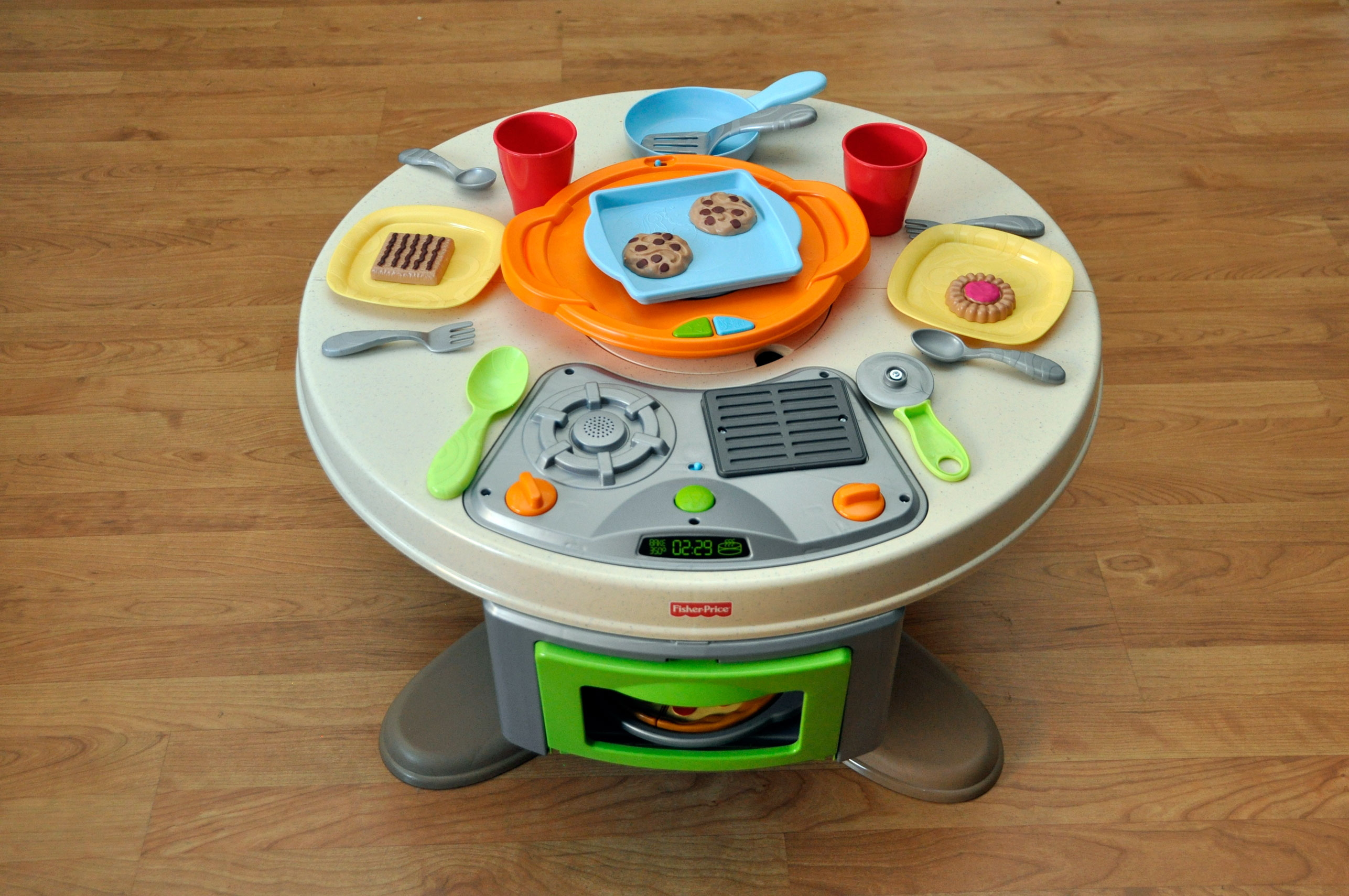 Holiday Gift Guide 2012: Fisher Priceu0027s Servinu0027 Surprises Kitchen U0026 Table