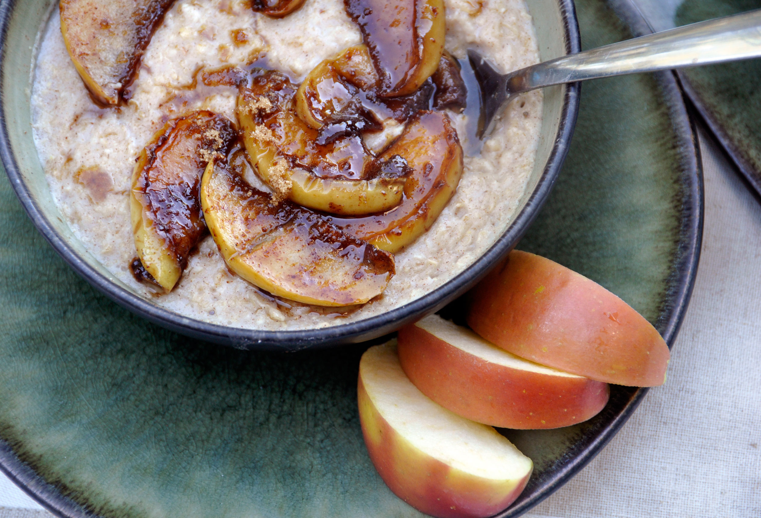 Recipe: Easy Apple Cinnamon Oatmeal - Rockin Mama™