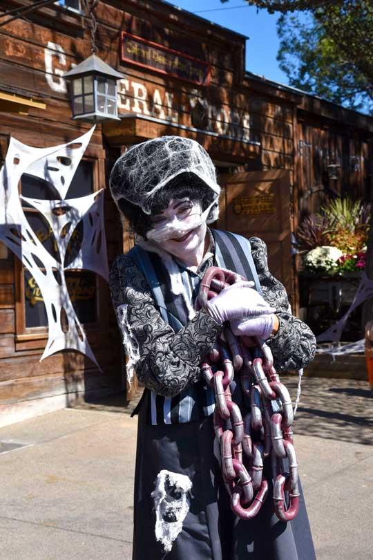 Friendly Ghost - Knott's Spooky Farm
