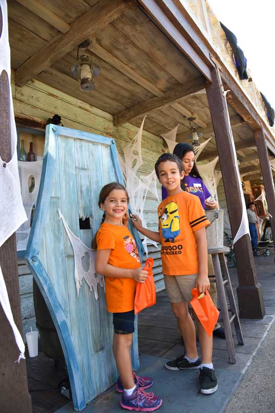 Ghost Town Trick or Treating - Knott's Spooky Farm