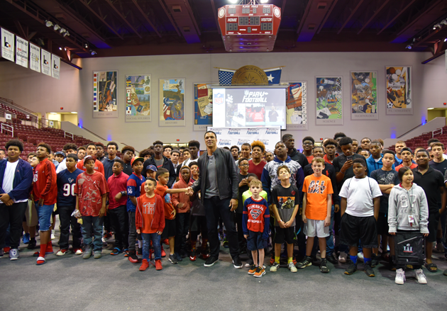 Tony Gonzalez With Students - Football Changes Lives