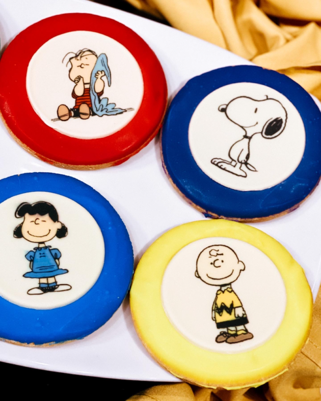Peanuts Frosted Sugar Cookies⁣